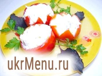 Фаршировані помідори з м'ясним салатом