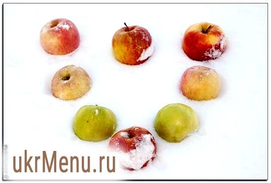 Яблука в снігу