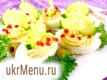 Яйця, фаршировані сиром і часником
