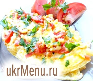 Яйця з помідорами і сиром