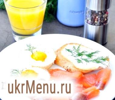 Яйця в кошиках - швидкий сніданок