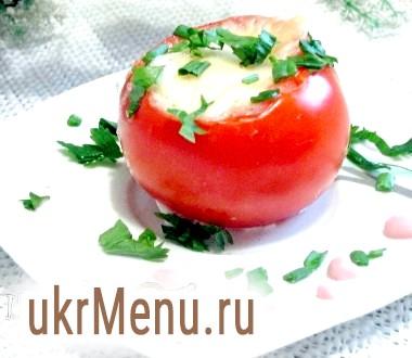 Яйце, запечене в помідорі