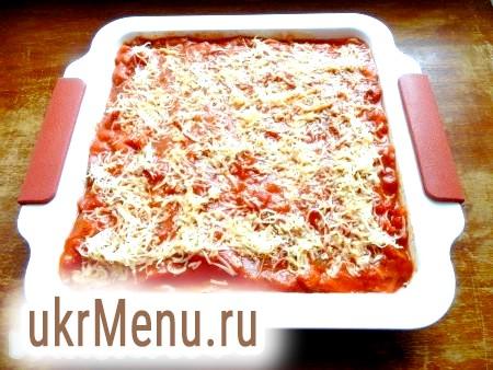 Фото - Посипати тертим сиром і поставити в духовку, розігріту до 180 градусів, на 30 хвилин.