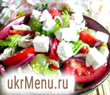 Салат з куркою, болгарським перцем і виноградом