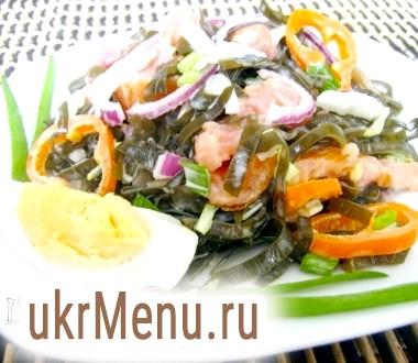 Салат з морською капустою і сьомгою