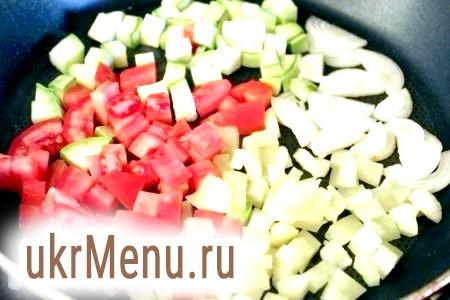 Фото - Обсмажте овочі на розпеченій сковороді на олії.