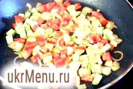 Фото - Посоліть, посипте сухими ароматними травами і перцями за своїм смаком і тушкуйте овочі.