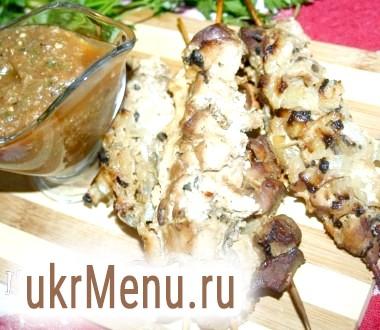Шашлички зі свинини в пакеті для запікання з пікантним овочевим соусом