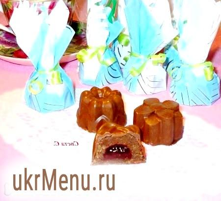 Шоколадні цукерки з полуничним джемом
