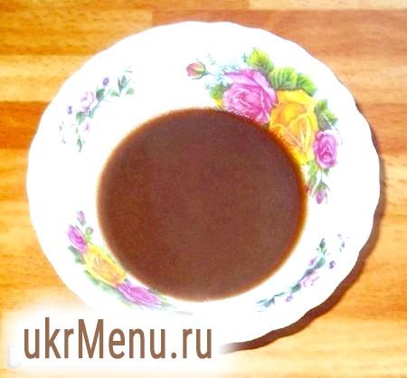 Фото - Молоко змішати з цукром, какао-порошком, додати вершкове масло, довести до кипіння і кип'ятити 3-5 хвилин, постійно помішуючи, охолодити.