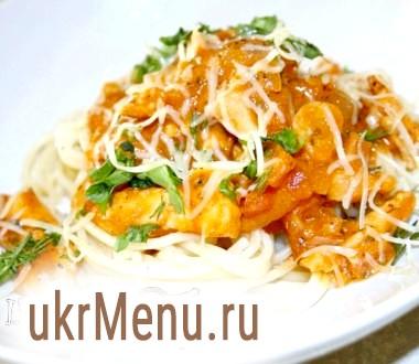 Спагетті з куркою і томатним соусом