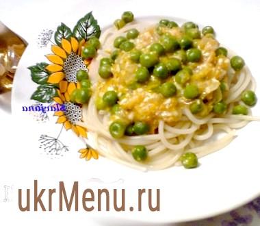 Спагетті з зеленим горошком і вершково-сирним соусом