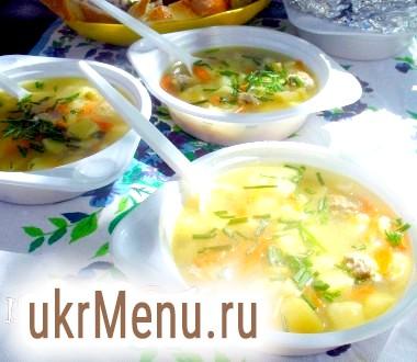 Суп з фрикадельками і зеленим горошком