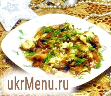 Теплий салат з пекінської капусти з печерицями