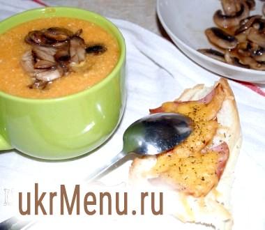 Гарбузовий суп з сиром, грибами і апетитною брускетто